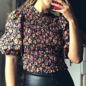 Puffy sleeve floral top